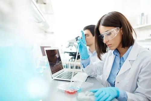 Kinh nghiệm tránh bị thương khi làm việc trong phòng thí nghiệm